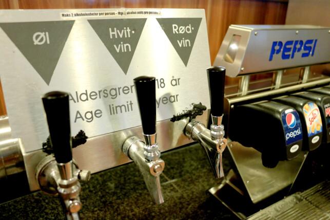 HVILKEN DRIKKE ER INKLUDERT? Hos Color Line får du alkoholholdig drikke inkludert både til lunsj og middag - men merk deg begrensningen på to enheter per person. Foto: Berit B. Njarga