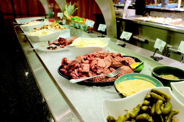 BUFFET? Du kan spise buffémat til både lunsj og middag hos begge rederiene. Foto: Berit B. Njarga