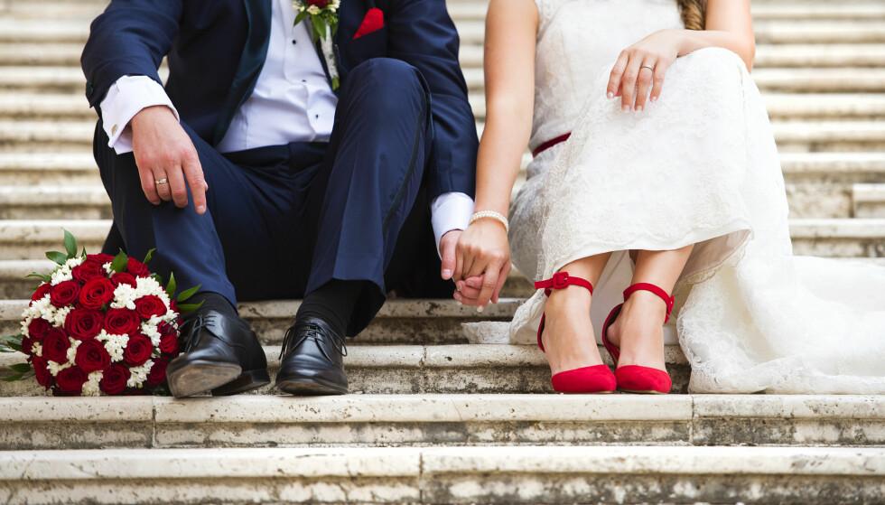 EN HJELPENDE HÅND: Be venner og familie om hjelp til bryllupsfesten. Gjestene kan kanskje bidra med fotografering, underholdning og mat, og dette er en fin måte å spare penger på, ifølge Sandmæl i DNB. Foto: Shutterstock/NTB Scanpix.