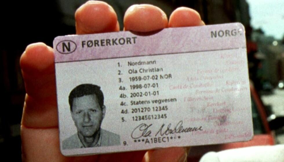BEVIS PÅ IDENTITET: Kommer et bilde av førerkortet ditt på avveie, kan det misbrukes av kriminelle. Foto: NTB Scanpix