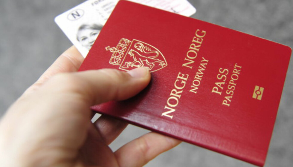VERDIFULLT: Passet er det viktigste dokumentet du har. Derfor er det viktig at informasjonen som står i det ikke kommer i hendene på uvedkommende. Foto: Kristin Sørdal
