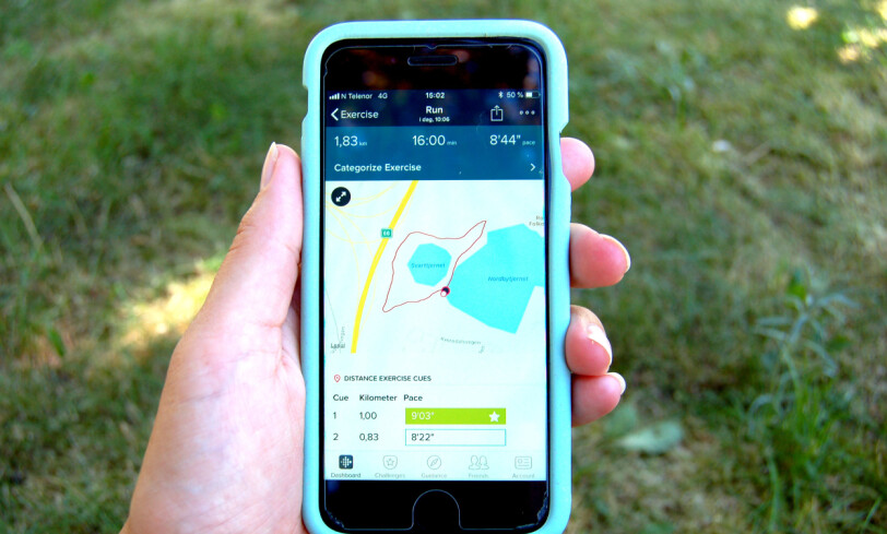 IONIC: Sånn ser løpesammendraget ut med Fitbit Ionic. Her får du kartet i tillegg til treningsstatistikken. Foto: Christina Honningsvåg