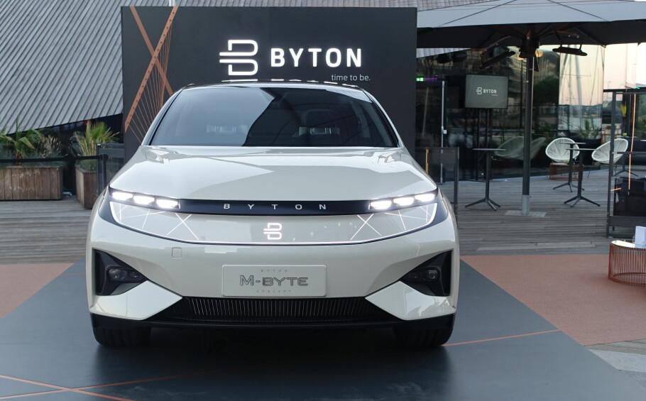 SOM EN MEGABYTE: Bytons første bil, M-Byte, så og hørtes ut som en million da den besøkte Norge på fredag. Men den kommer trolig ikke tilbake som produksjonsbil før 2021. Foto: Knut Moberg