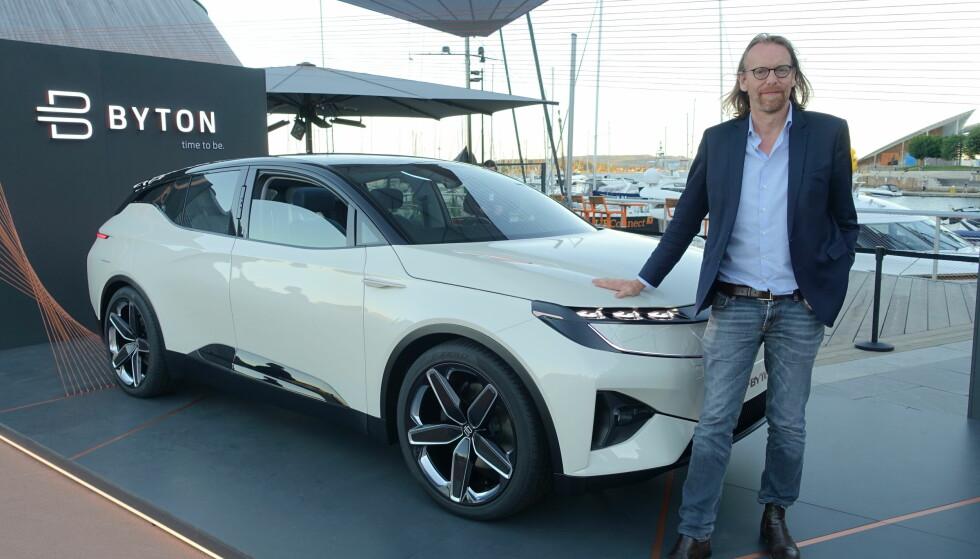 LOVER LIKHET: Designvisepresesident Benoit Jacob i Byton lover at produksjonsbilen blir 85 prosent lik bilen de viste i Oslo. Foto: Knut Moberg