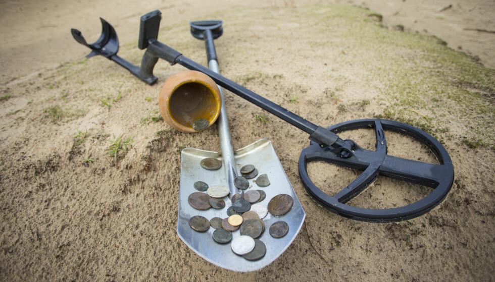 GAMLE MYNTER GIR NYE MYNTER: Du kan få finnerlønn hvis du finner kulturminner av betydelig verdi. Belønningen kan være opp mot 100.000 kroner. Foto: Shutterstock/NTB Scanpix.