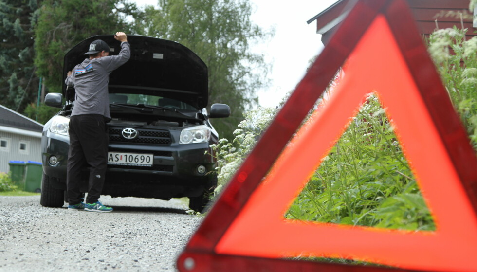 ENKELT Å UNNGÅ: Tre av de fem årsakene som topper listen over nødstopp langs veien i sommer, kan du enkelt forebygge selv. Foto Rune Korsvoll