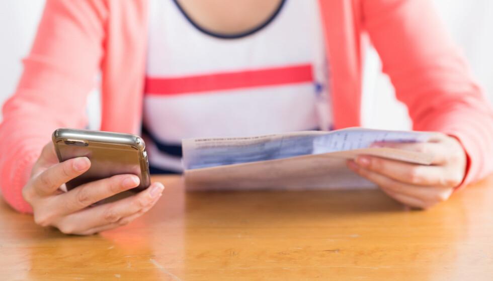 KJØPE MER TID: Nå kan du snart utsette fakturabetaling via mobilbanken dersom du er Sparebank 1-kunde, men husk at du får et administrasjonsgebyr på 99 kroner hver gang du utsetter. Ifølge Forbrukerrådet er dette et bedre alternativ enn inkasso. Foto: Shutterstock/NTB Scanpix.