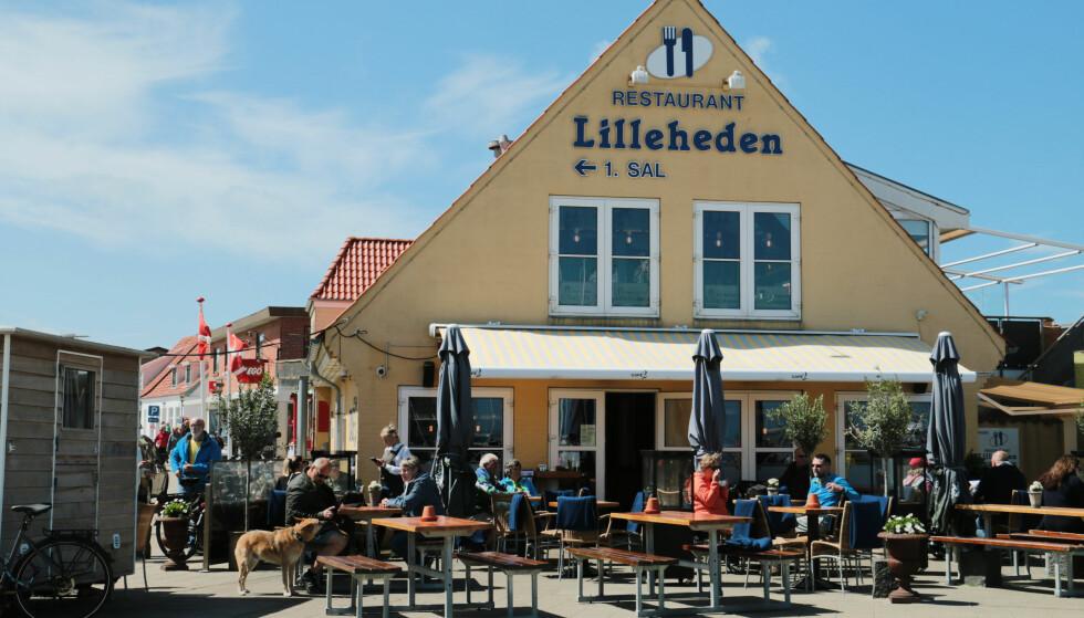 SENTRALT: Restauranten ligger sentralt i Hirtshals. Foto: Berit B. Njarga