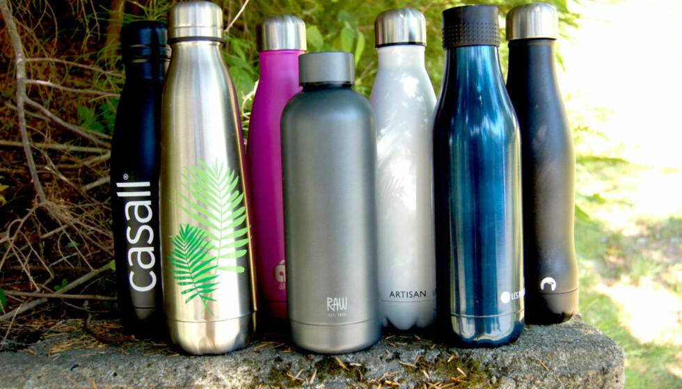 TEST AV TERMOFLASKER: Vi har testet hvor gode termoflaskene er til å holde drikke kald og varm. Vi ble overrasket over hvem som vant. Foto: Christina Honningsvåg