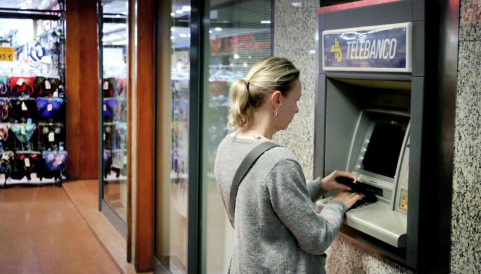 VALUTAUTTAK? Sjekk hvor mye det koster deg i norske kroner. Foto: Ole Petter Baugerød Stokke
