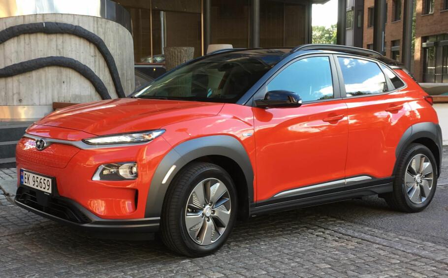 LANGE KØER: Skriver du kontrakt på elbilen Hyundai Kona EV i dag, må du belage deg på å vente helt til slutten av 2020 før du faktisk får den. Foto: Knut Moberg