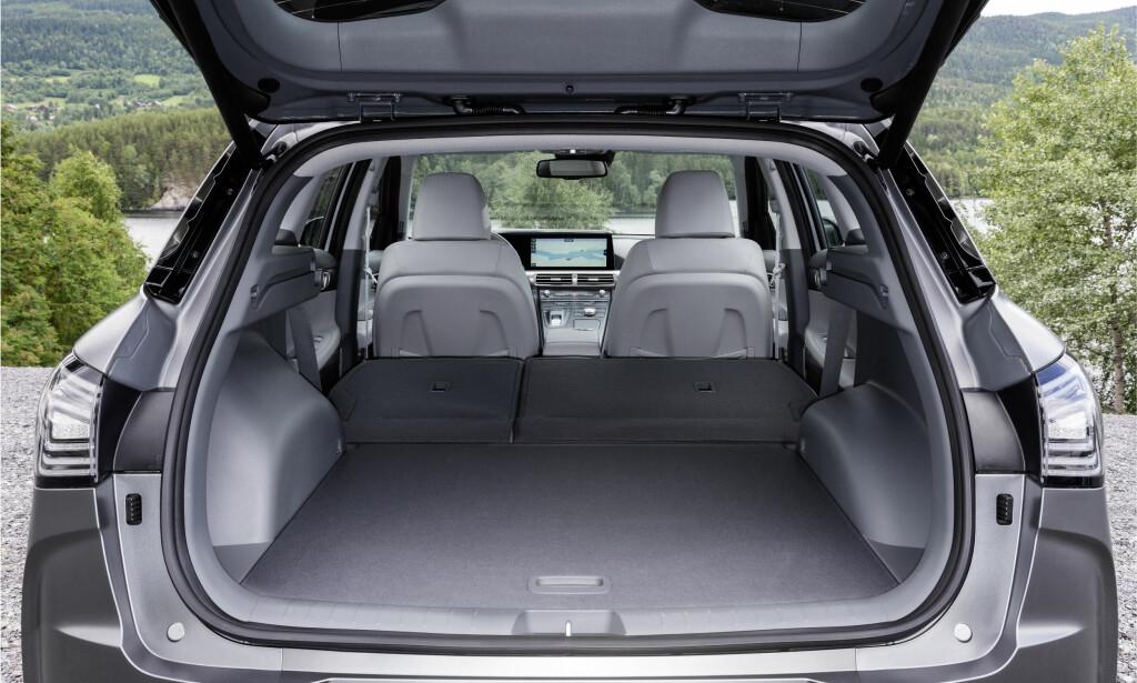 FERIEBIL: Faktisk kan denne hydrogenbilen også medbringe en anselig mengde bagasje. Foto: Hyundai