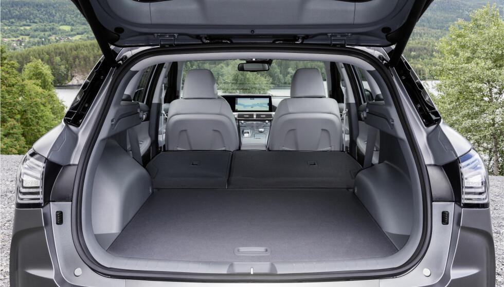 <strong>FERIEBIL:</strong> Faktisk kan denne hydrogenbilen også medbringe en anselig mengde bagasje. Foto: Hyundai