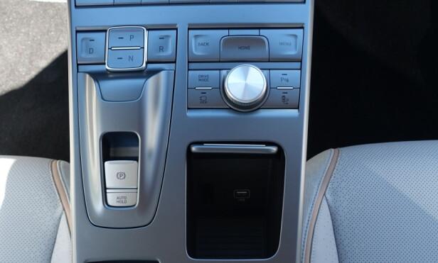KREVER TILVENNING: Selv girvelgeren består av knapper. Foto: Knut Moberg