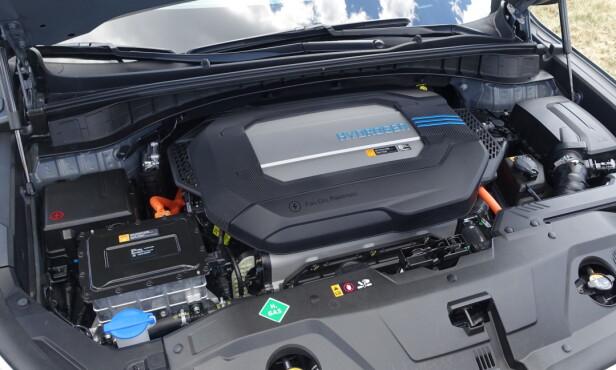 <strong>SOM VANLIG:</strong> Hadde det ikke stått hydrogen på dekselet, ville bare kjennere kunnet se at denne bilen er en brenselcellebil. Foto: Knut Moberg