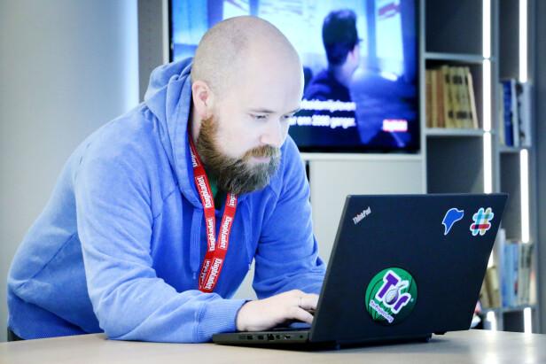 VET HVA HAN GJØR: Tor Henning Ueland kan sikkerhet, så han så raskt at e-posten bare var tull. Men metoden kan skremme, og lure, mange andre. Foto: Ole Petter Baugerød Stokke