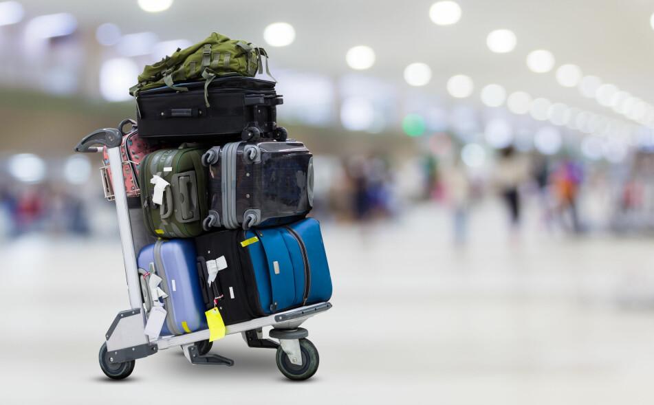 UT Å REISE? Skal du pakke ting i håndbagasje, eller bagasjen du sjekker inn? Og er det lov å ha med på flyet i det hele tatt? Foto: NTB Scanpix