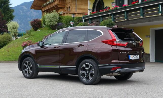 NY GIV: Med helt nye CR-V ønsker Honda å bli mer relevante i folkesuv-markedet. Men uten diesel og mens vi venter på hybriden, er det tvilsomt om salgstallene vil bli de helt store. Foto: Knut Moberg