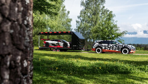 PÅ SLEP: På hengeren er Audis e-tron Vision Gran Turismo-konseptbil. Foto: Audi