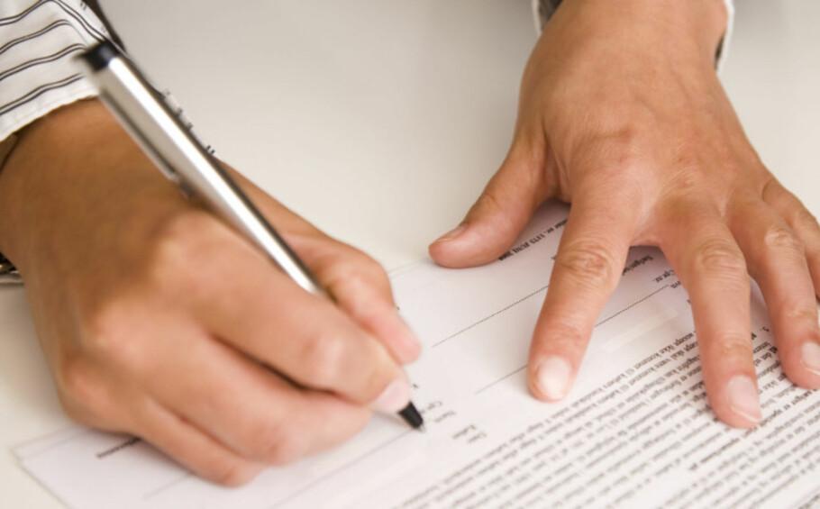 SJEKK KONTRAKTEN: På jakt etter studentbolig? Husk å sjekke kontrakten før du skriver under. Foto: Berit Njarga.