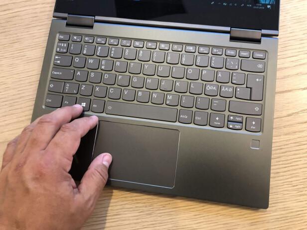 EKSEMPLARISK: Tastaturene til Lenovo er ofte blant de aller beste, mener vi. Dette er intet unntak. Foto: Bjørn Eirik Loftås