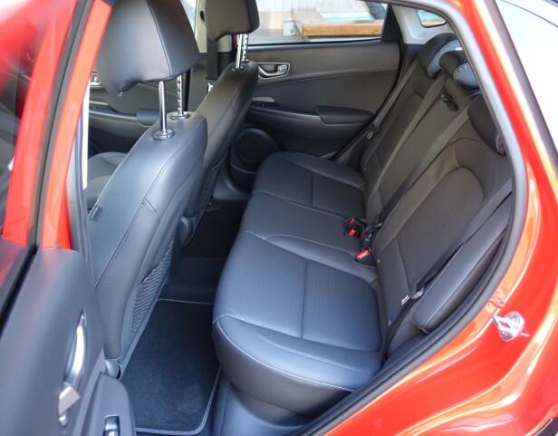 GODT UTNYTTET: Plassforholdene er tilfredsstillende både foran og bak tatt i betraktning at bilen er ti centimeter kortere enn en VW Golf. Foto: Knut Moberg