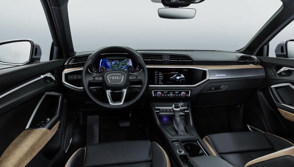 NYTT NIVÅ: Nye Q3 har et mye mer tidsriktig interiør enn den utgående modellen. Her er den toppspesifiserte utgaven med blant annet 12,3-tommers Virtual Cockpit og 10,1-tommers multimediaskjerm. Foto: Audi