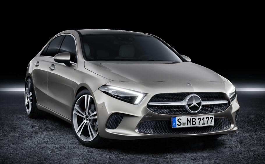 PROGRESSIV FRONT: Mercedes' nyeste designuttrykk preger nye A-klasse, også i sedanformat. Det gir bilen et fremoverlent uttrykk. Foto: Daimler