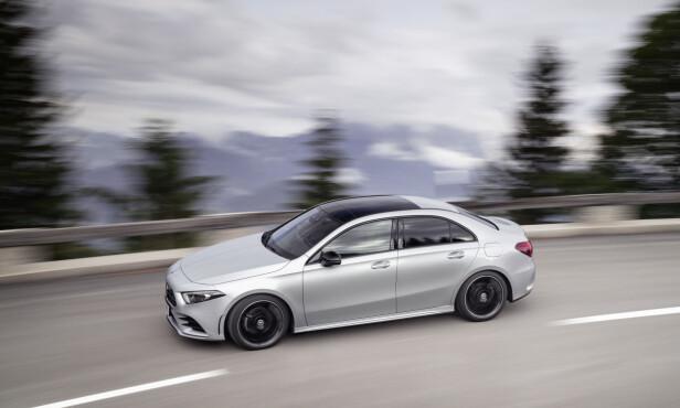 SKJÆRER GJENNOM: Med sin særdeles utstuderte profil og aerodynamiske detaljer, oppnår nye A-klasse sedan en rekordartet aerodynamisk effektivitet. Foto: Daimler