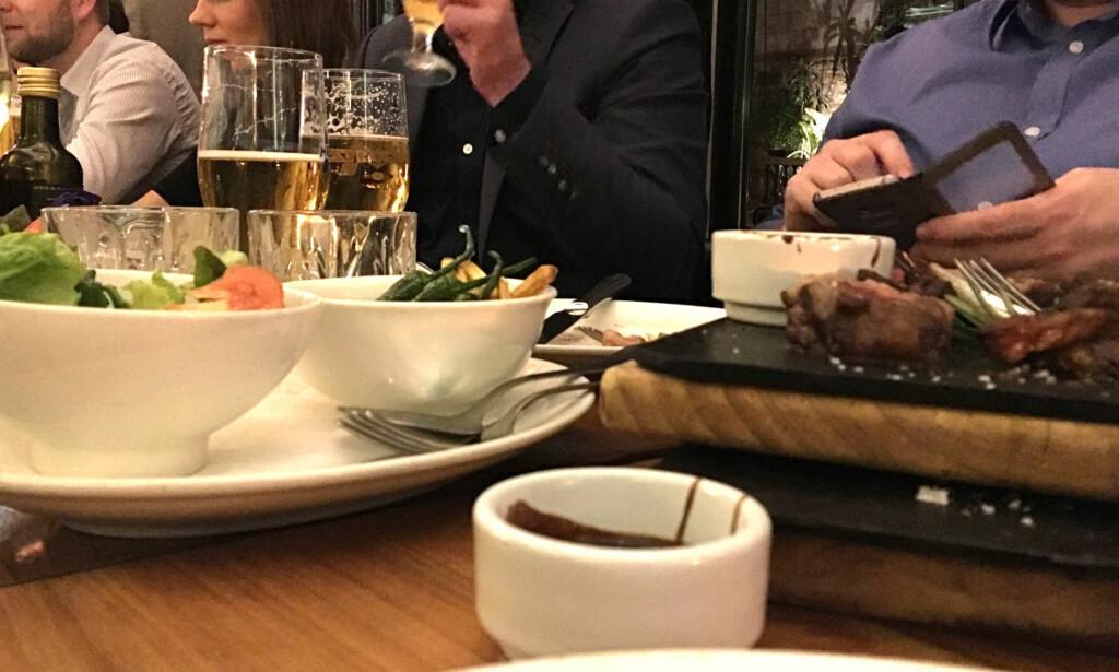 IKKE TIPS: Ekspertene mener at du ikke trenger å tipse på norske restauranter, selv om du er fornøyd. Foto: Bjørn Eirik Loftås