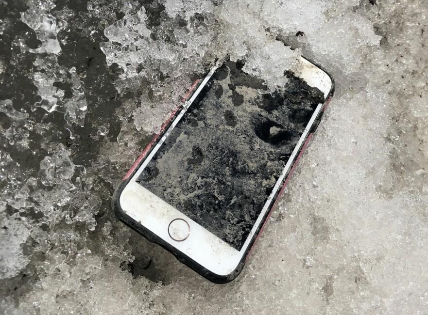 <strong>VIRKET:</strong> Til min store overraskelse fungerte mobiltelefonen jeg fant i veikanten 1. april, helt fint. Foto: Bjørn Eirik Loftås
