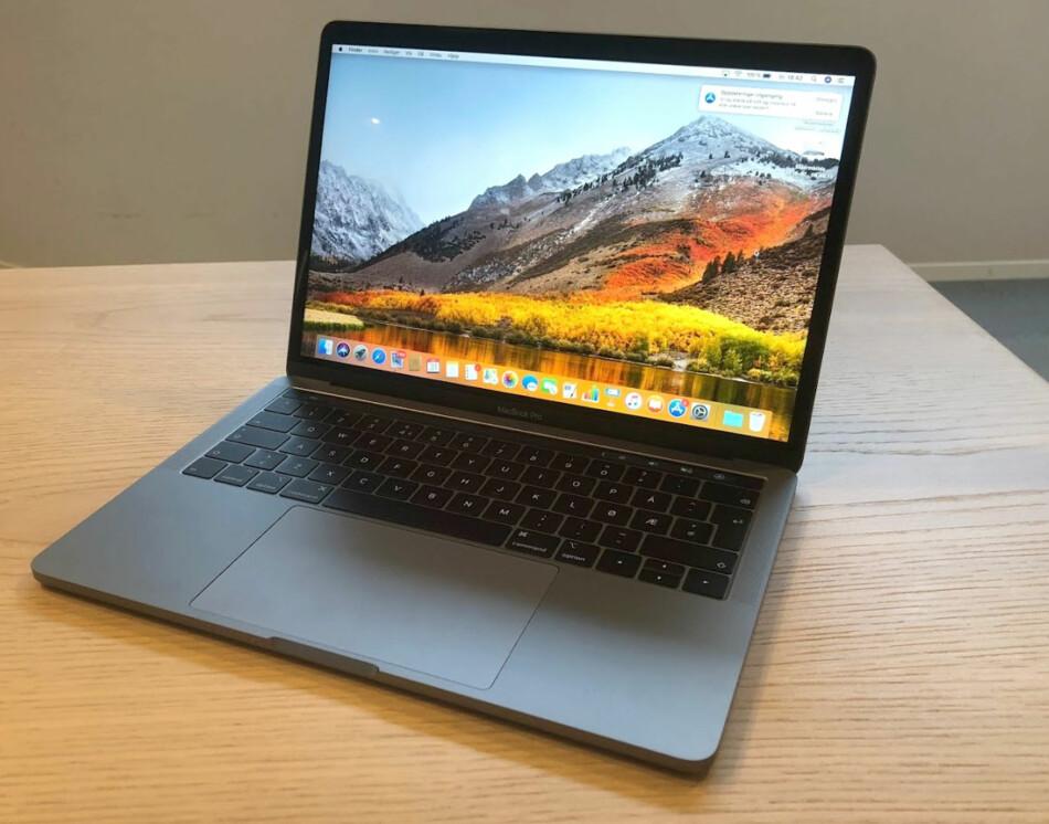 FORTSATT TOP NOTCH: Nye Macbook Pro har fått mer under panseret, bedre tastatur og bedre skjerm. Forskjellene fra forrige gang er størst på ytelsen. Foto: Bjørn Eirik Loftås