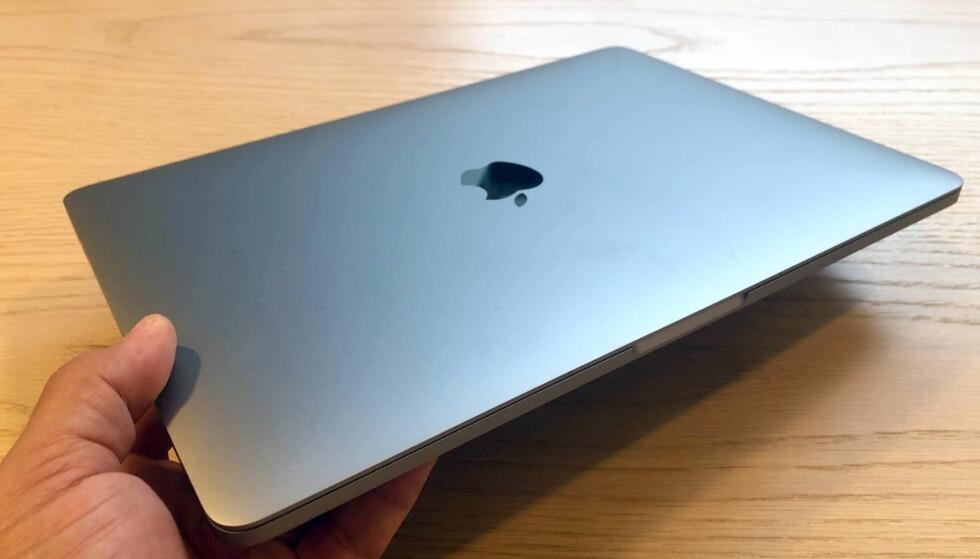 VELKJENT: Apple har vært svært tro mot designkonseptet de siste årene. Her: Den nye 13-tommeren som vi har hatt på testbenken de siste dagene. Foto: BJørn Eirik Loftås