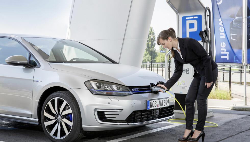 <strong>FLERE MERKER:</strong> Tilbakekallingen gjelder 124.000 ladbare biler fra flere merker i VW-konsernet. Foto: VW
