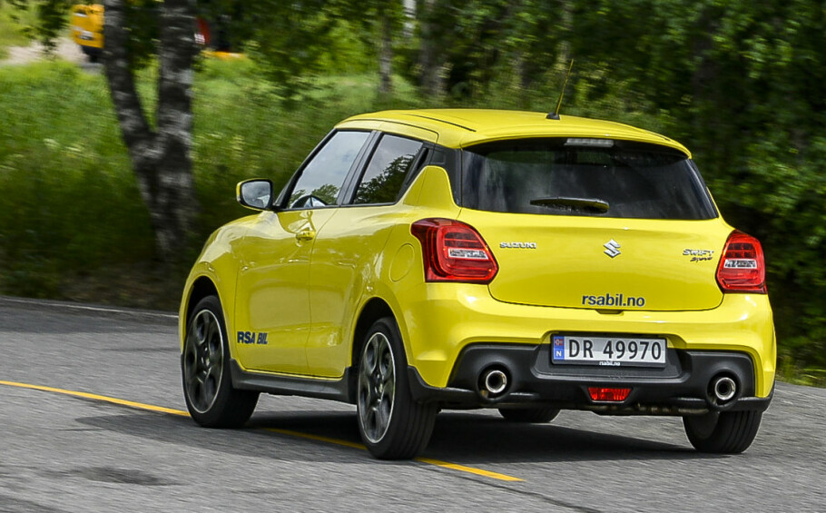 GULT ER KULT: Swift Sport lanseres i den guleste fargen som finnes på markedet i dag. En rekke sportslige detaljer gjør at den ser riktig så frekk ut. Foto: Jamieson Pothecary