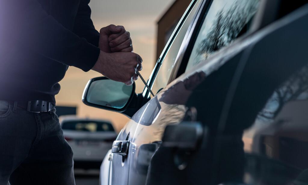 HISTORIEN GJENTAR SEG: Også i år melder forsikringsselskapene om at hundrevis av nordmenn får innbrudd i bilen. Verst er det i Göteborg. Foto: Shutterstock / NTB Scanpix