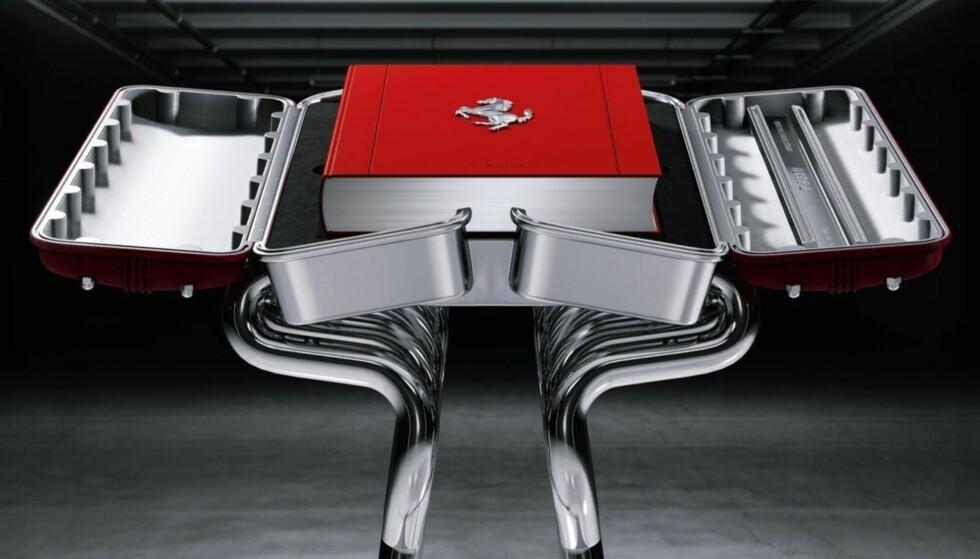 BIL-BIBEL: Denne Ferrrari-boka kan bli din. Men det koster... Foto: Ferrari
