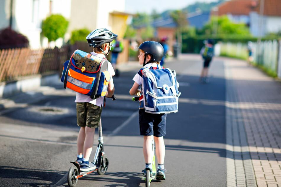 SKOLETID: Flere foreldre vil bruke tusenvis av kroner på nye ting til barna før skolestart, men det er ikke alltid du må kjøpe det nyeste og dyreste. Foto: Shutterstock/NTB Scanpix.