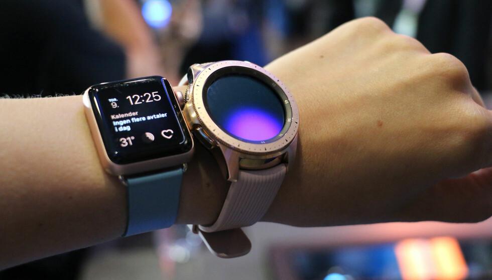 <strong>FOR DAMENE:</strong> Den minste 42mm-utgaven av Galaxy Watch kommer i en rosegull variant, akkurat som Apple Watch. Samsungs smartklokke er fortsatt ganske maskulin, til tross for feminine farger. Foto: Kirsti Østvang