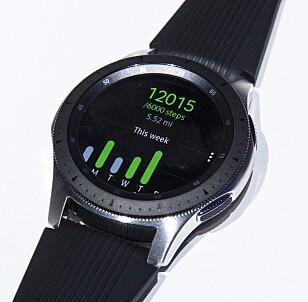KAN BRUKES TIL TRENING: Samsungs smartklokke har både vanlig aktivitetsmåling og treningsregistrering. Den kan dessuten svømmes med. Foto: NTB Scanpix