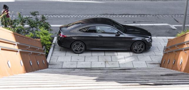 LEKKER: Det er umulig å ikke like C-Coupe, men deter synd man ikke kan senke alle fire sidevinduer. Foto: Jamieson Pothecary