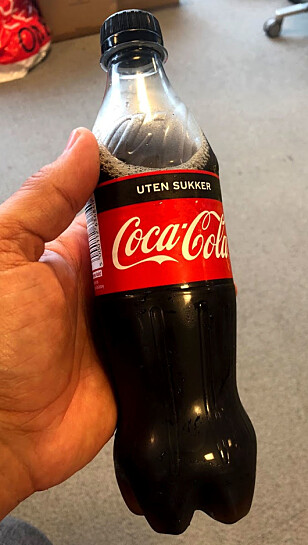 NESTEN SOM ORIGINALEN: Slik ser den nye plasflasken ut. Bokser og glassflasker byttes ut senere. Foto: Bjørn Eirik Loftås