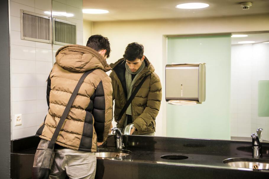DET BESTE RÅDET: Influensa, forkjølelse og omgangssyke er på trappene. Noe av det som går igjen som det beste tiltaket for å forhindre at du blir smittet, er å vaske hendene dine grundig. Og nei, desinfiseringsprodukter er ikke like effektivt! Foto: Shutterstock/NTB scanpix