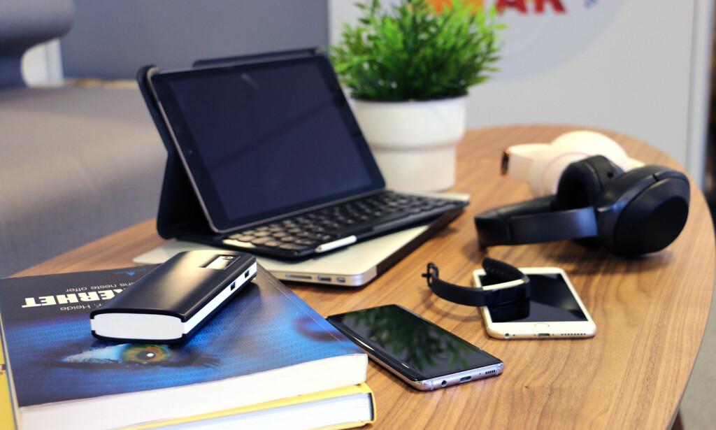 DIGITAL STUDIEHVERDAG: Bærbare PC-er, nettbrett og mobiler er blitt viktige hjelpemidler for studenter og skole-elever. Men hva trenger man? Foto: Kirsti Østvang