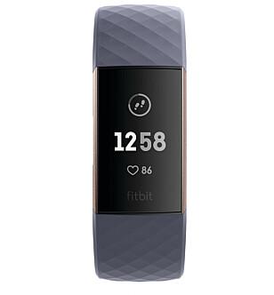 STØRRE SKJERM: Fitbit skryter av nytt og bedre design på nye Charge 3. Foto: Produsenten
