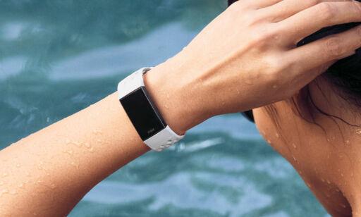 image: Fitbits mest populære aktivitets-armbånd blir vanntett