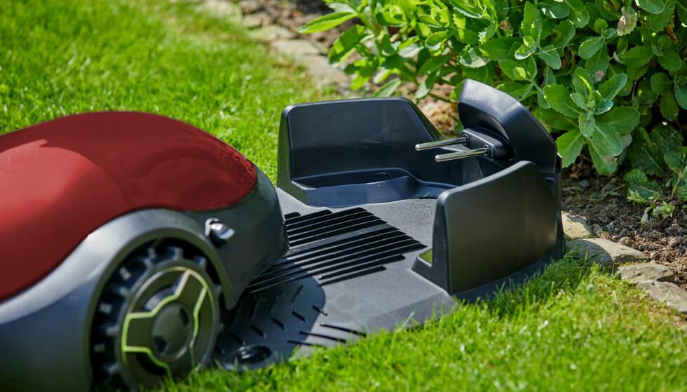 ROBOTKLIPPERE KORTSLUTTER: Robotklippere står for en stadig større andel av lynskadene i svenske boliger. Også de generelle skadetallene på disse produktene øker dramatisk, ifølge svenske Folksam. Foto: Shutterstock/NTB scanpix