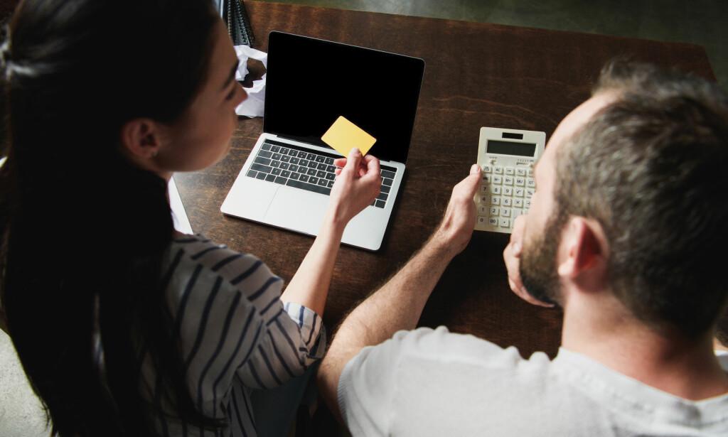 DINE, MINE, VÅRE PENGER: Fordeling av lån og gjeld kan være en kime til konflikt i parforhold. Da kan det være greit å ha det klart fra start hvor mye hver part har ansvar for å betale, for eksempel etter hvor mye egenkapital dere spyttet inn i boligkjøpet. Foto: Shutterstock/NTB Scanpix.