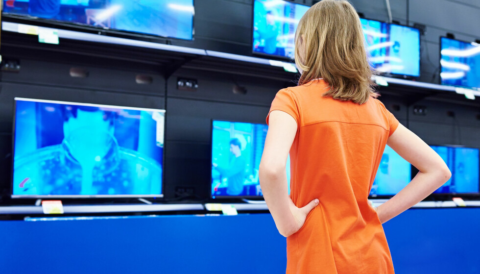 DYRERE: TV er en av tingene vi brukte mer penger på i første halvdel av 2018. Foto: NTB Scanpix
