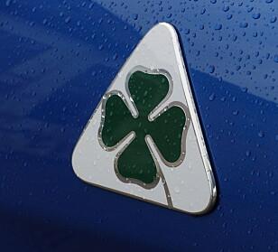 QUADRIFOGLIO: Alfa Romeos verstingbiler får dette merket på forskjermen. Foto: Rune M. Nesheim